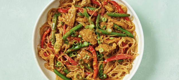 Low-Cal Pork Singapore Noodles with Capsicum and Green Beans